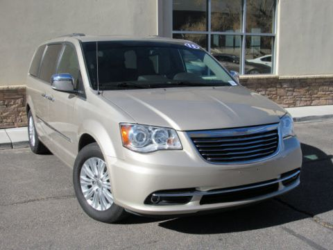 Pre-Owned 2015 Chrysler Town & Country Limited Platinum Front Wheel Drive Minivan/Van